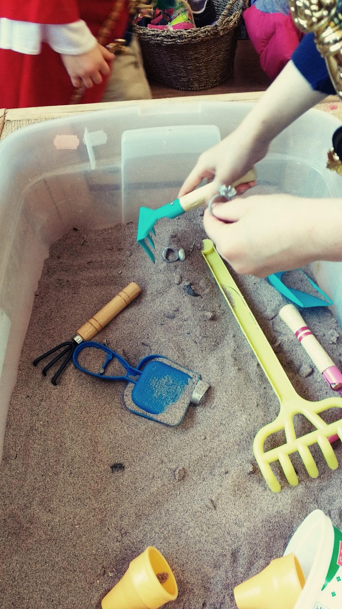 Sensoriel - Les bijoux dans le sable